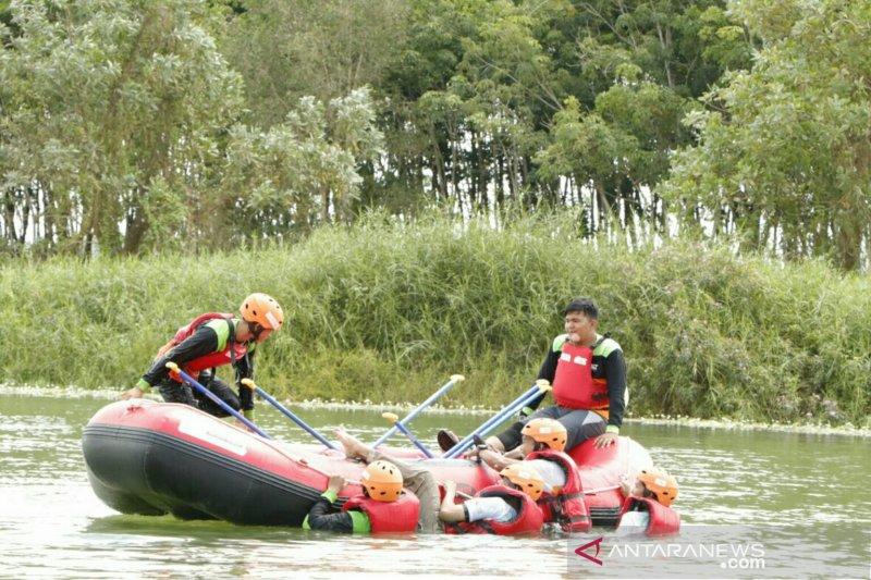 ACT Sumsel latih relawan selamatkan korban di dalam air