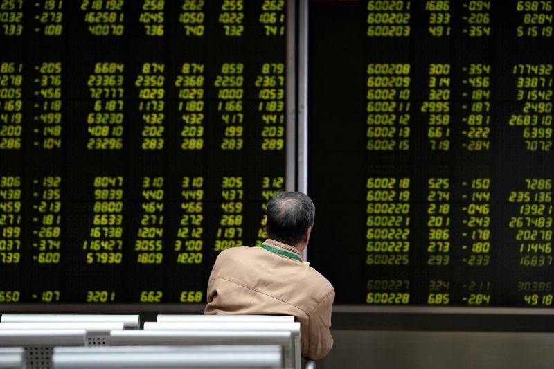 Saham China ditutup lebih rendah karena sentimen investor melemah