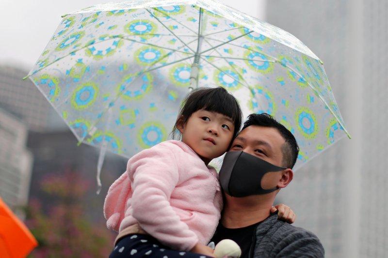 Polisi Hong Kong tembakan gas air mata ke kerumunan Tahun Baru