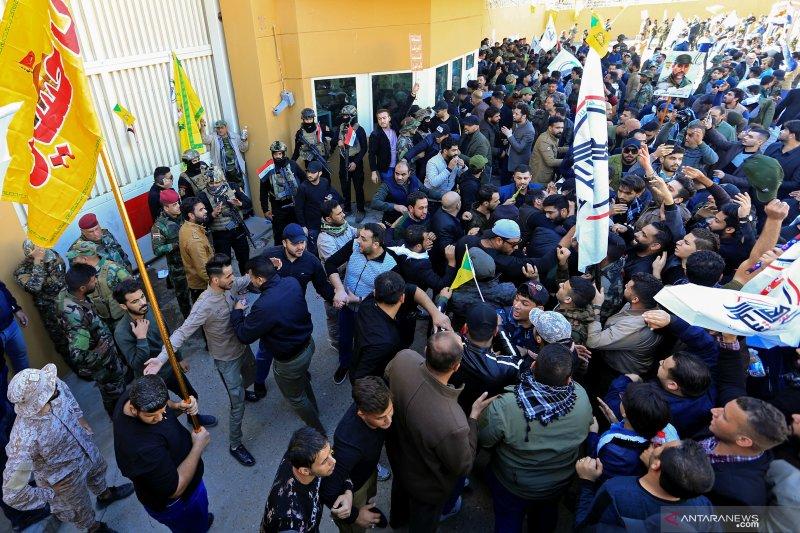 Massa bakar pos keamanan Kedubes AS di Baghdad