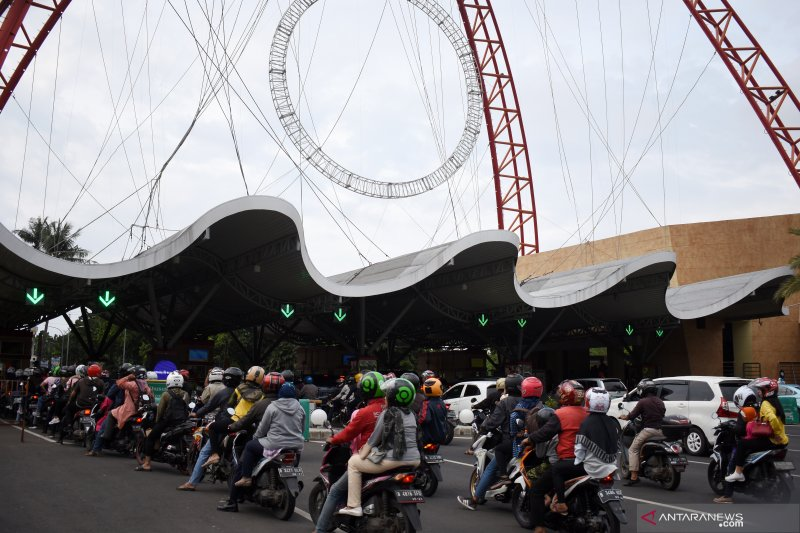 Pengunjung mulai memadati Taman Impian Jaya Ancol