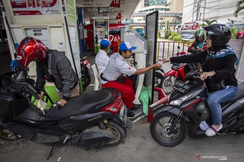Minggu dinihari, Pertamina turunkan harga BBM