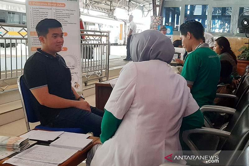 KAI Purwokerto berikan pemeriksaan kesehatan gratis untuk penumpang