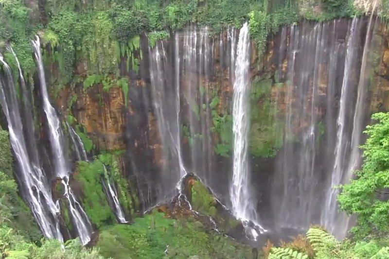 Pesona Air Terjun Tumpak Sewu Di Kaki Gunung Semeru Antara News Sumatera Selatan