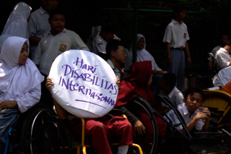 Balap kursi roda ramaikan HDI di Solo