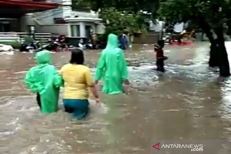 Banjir, warga Jakarta diminta waspadai potensi luapan di sejumlah pintu air