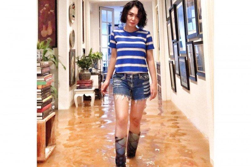 Yuni Shara sambut tahun baru dengan banjir