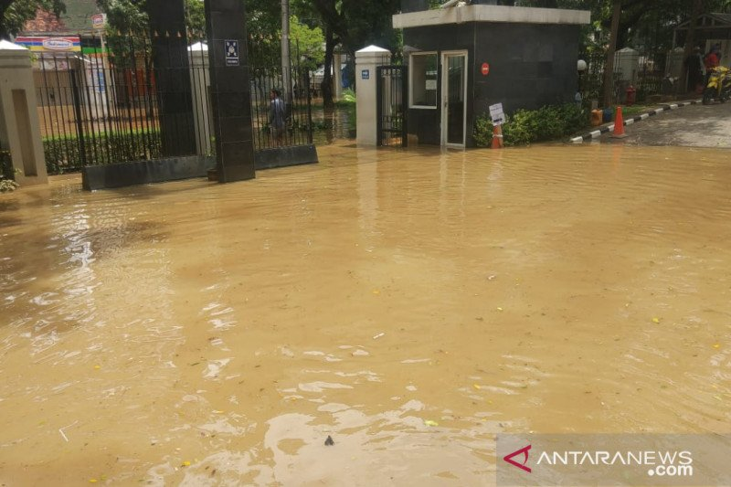 Sidang perkara korupsi berlanjut meski PN Jakpus terkepung banjir
