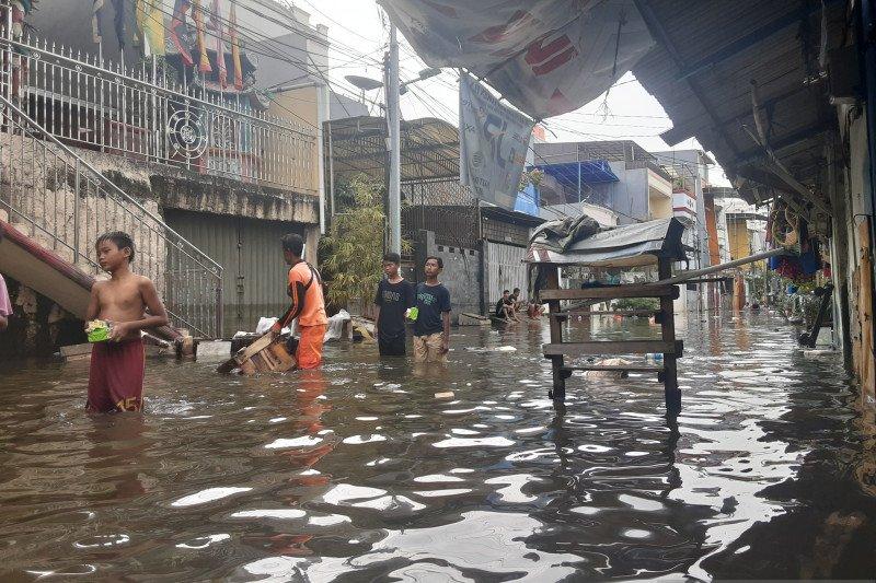 Banjir yang merendam Teluk Gong belum surut