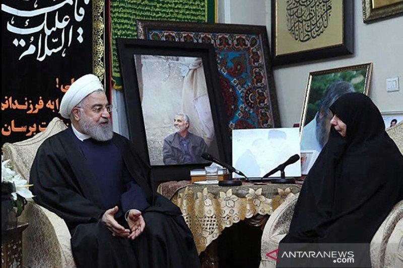 Presiden Iran Hassan Rouhani kunjungi keluarga Qassem Soleimani