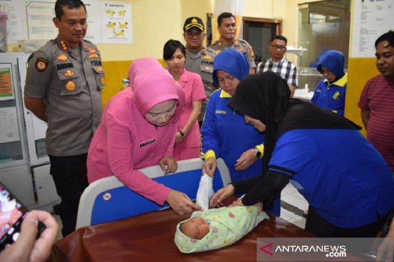 Polisi selidiki orang tua telantarkan bayi dalam kardus di Pekanbaru