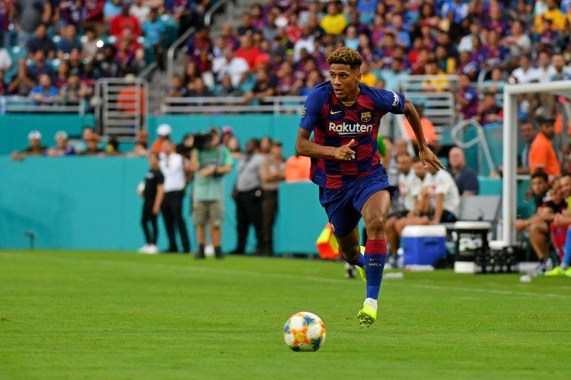 AC Milan bernegosiasi dengan Barcelona untuk hadirkan Jean-Clair Todibo