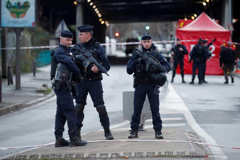 Polisi Prancis bubarkan  peringatan kematian pria kulit hitam 2016