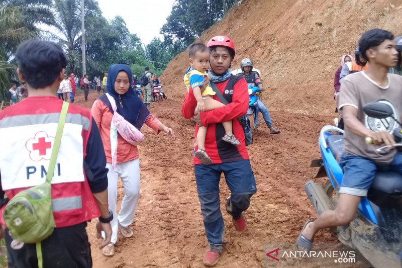 PMI kirim logistik dan bantu ibu melahirkan di lokasi bencana Bogor