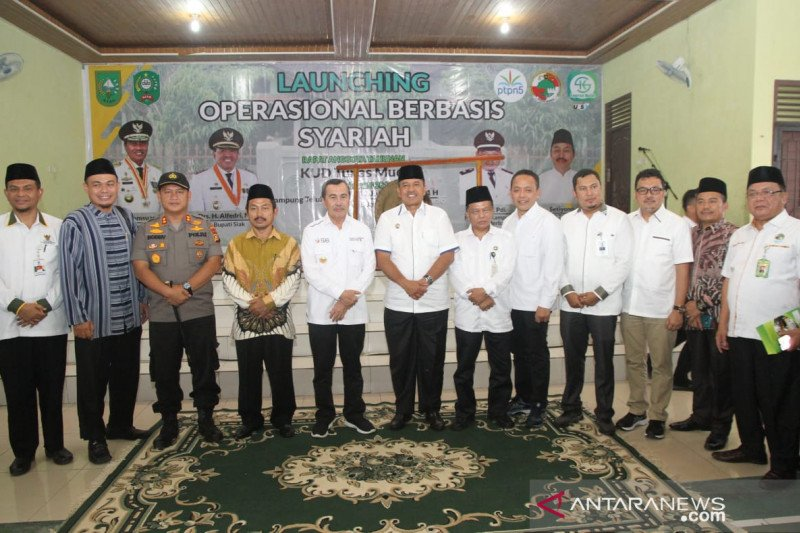 Gubernur Riau luncurkan tiga koperasi syariah di Siak