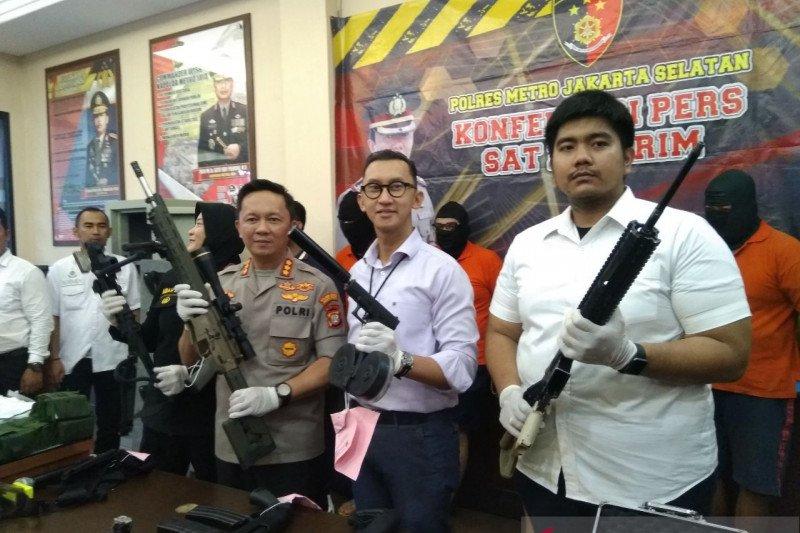 Polisi telusuri asal senjata api yang dijual putra Ayu Azhari