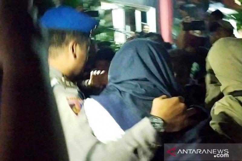 3 orang dibawa ke Polda Jatim terkait OTT KPK di Sidoarjo