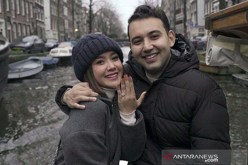 Cita Citata batal menikah dengan Roy Geurts