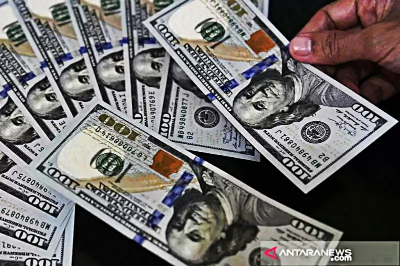 Pasar AS tutup, dolar naik tipis ditopang dengan data ekonomi kuat