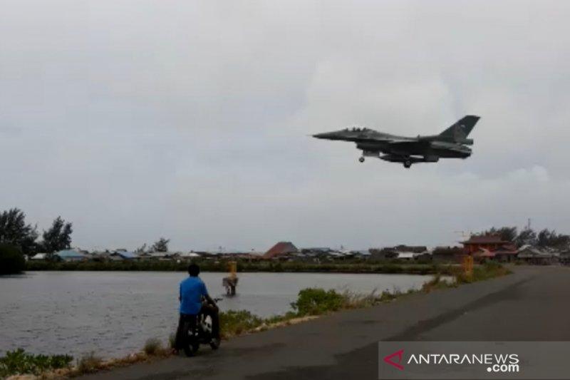 Pesawat tempur mendarat di Natuna