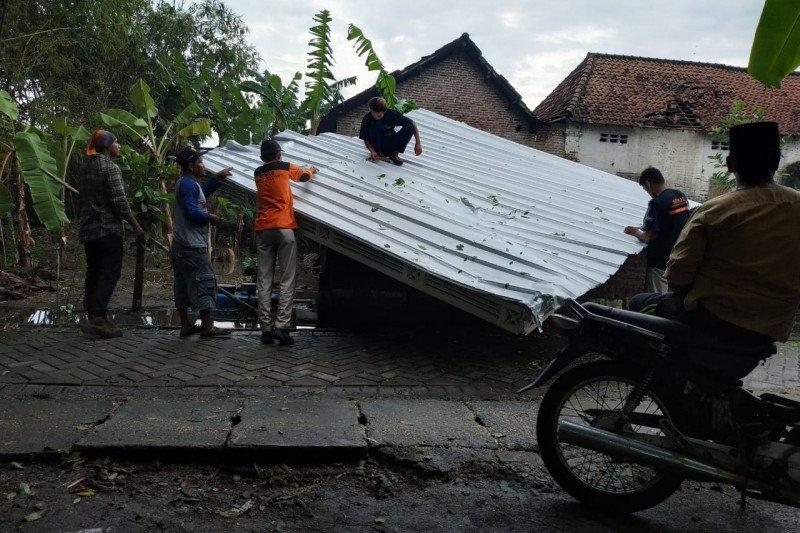 BMKG: Sebagian wilayah Jatim miliki potensi diterjang angin kencang