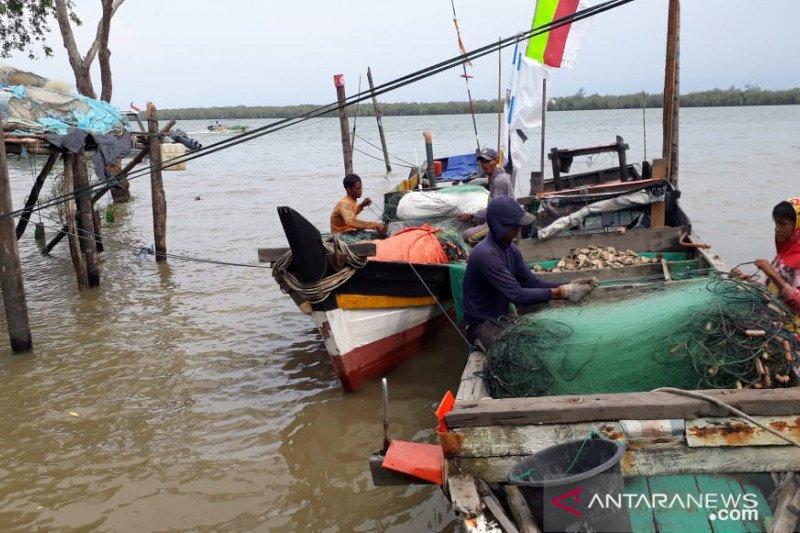 Nelayan Sungsang takut melaut karena ombak tinggi