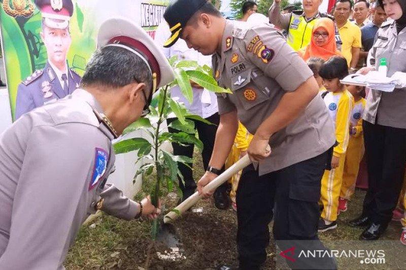 Polres Solok Kota dan Arosuka tanam pohon upaya peduli penghijauan