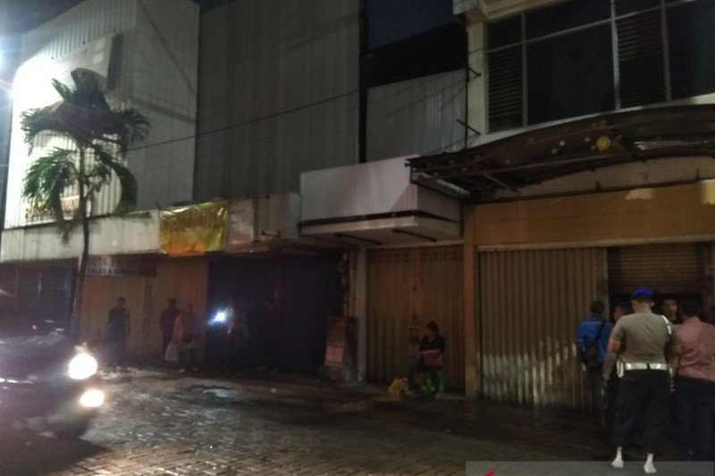 Kebakaran landa toko alat olahraga di Pasar Baru