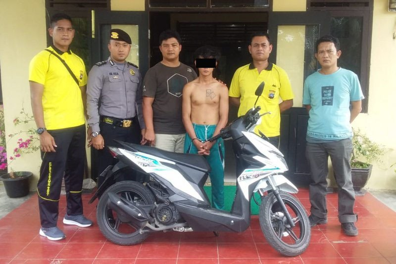 Polisi tangkap buronan kasus pencurian kendaraan bermotor di Pasaman Barat