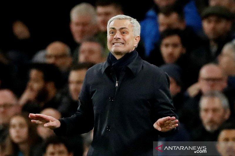 Mourinho mengaku rasakan kekejaman dari sepak bola