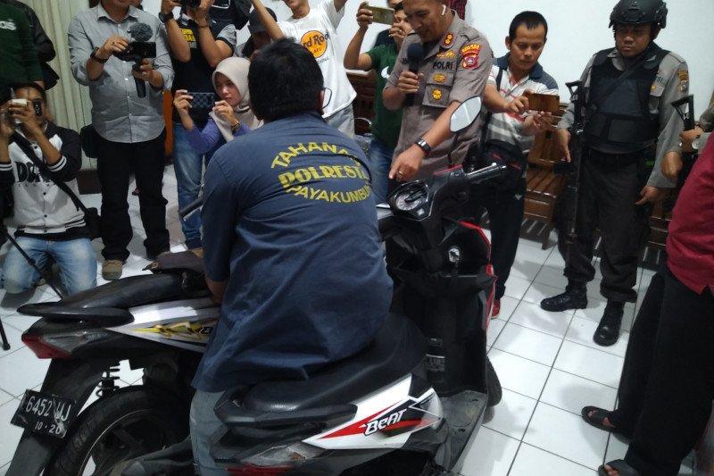 Waspada! spesialis pencuri barang dalam jok motor,  dalam hitungan menit bisa  raup Rp23 juta