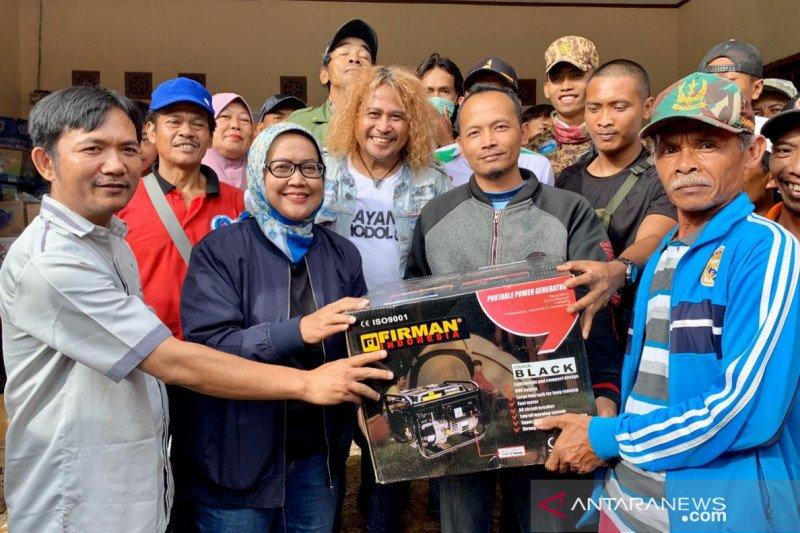 30 genset diserahkan untuk desa yang kena pemadaman di Sukajaya Bogor