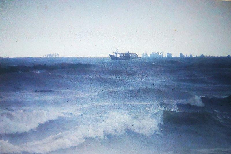 BMKG : Gelombang laut tinggi selimuti perairan Makassar dan sekitarnya