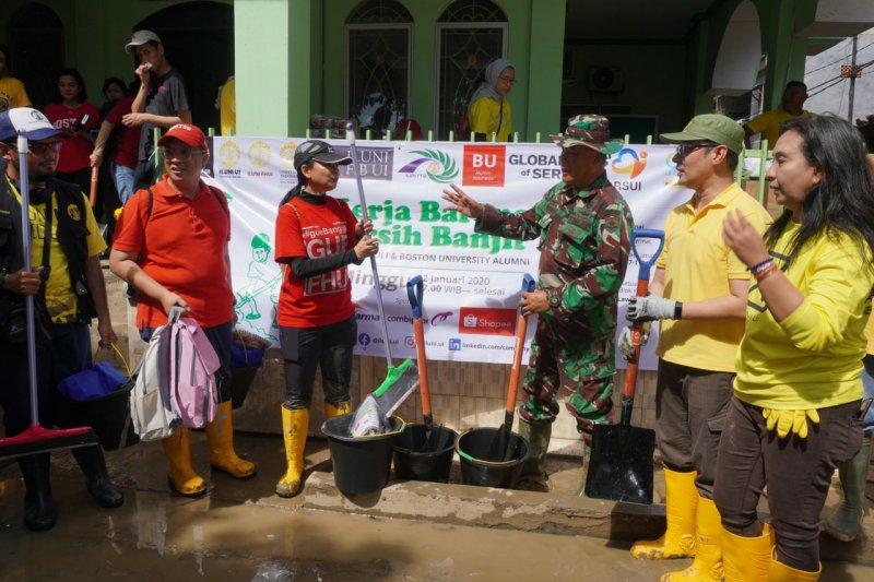 Alumni UI berikan bantuan penyintas banjir senilai Rp250 juta