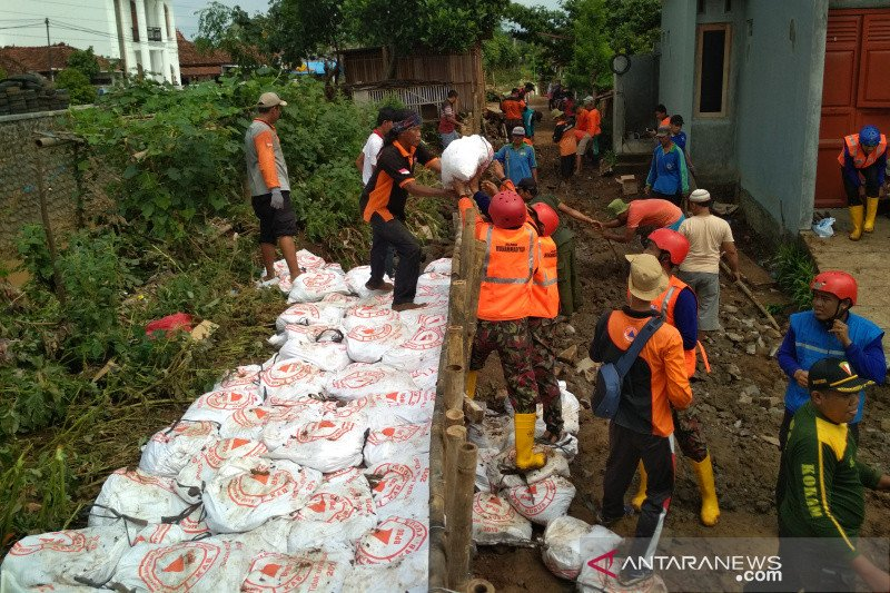Tanggul Sungai Piji jebol,  puluhan rumah di Kudus tergenang banjir