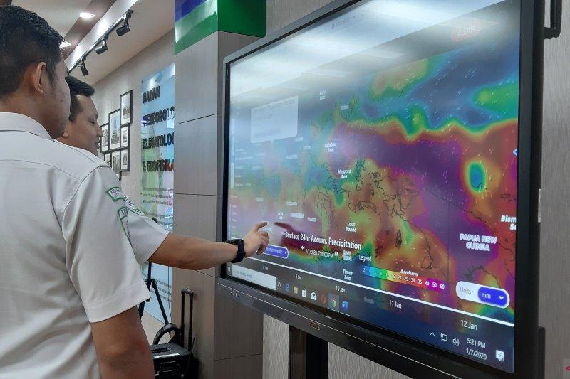 Tiga wilayah di DKI Jakarta berpotensi terjadi hujan petir dan angin kencang