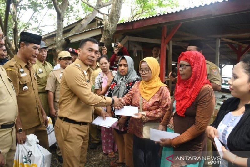 Korban puting beliung terima bantuan Pemkab Batang