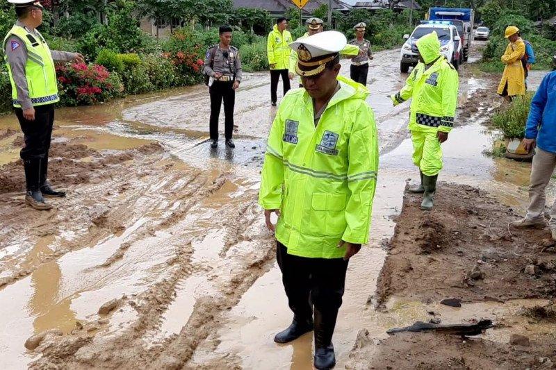 Jalur transportasi Pekon Sedayu-WayKerap lancar pascaditerjang banjir dan longsor