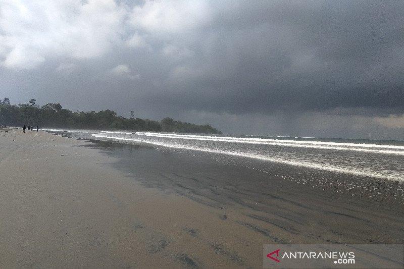 Berbahaya bagi wisatawan, Bupati Garut akan tutup objek wisata Pantai Cijeruk