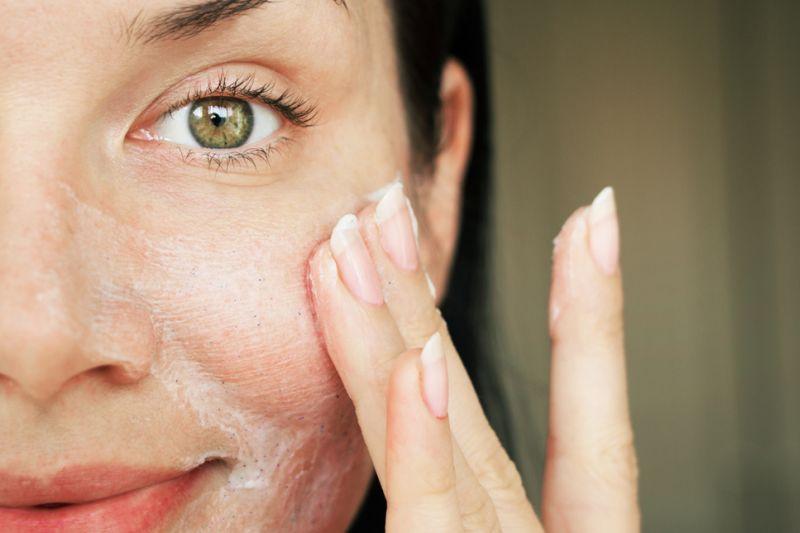 Ini penyebab dan cara mengecilkan pori-pori wajah yang besar