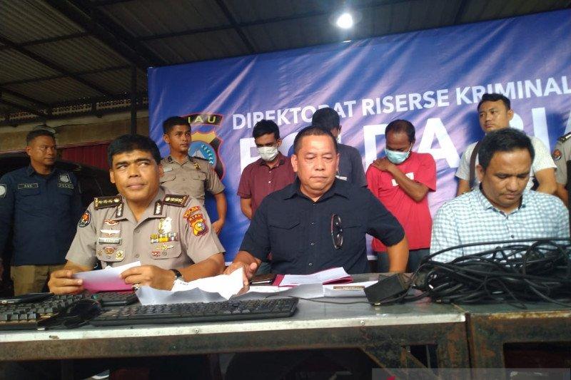 Tiga pemuda Pekanbaru tertangkap basah saat judi online di warnet