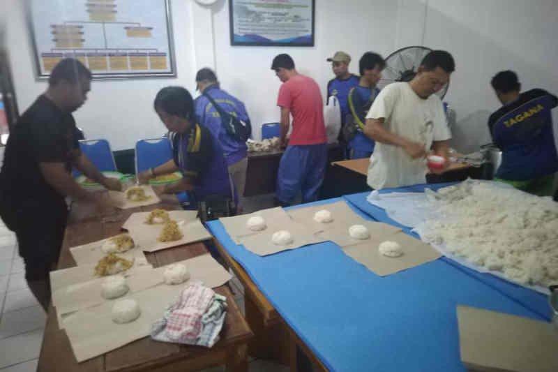 Dinsos Kota Cirebon salurkan konsumsi bagi warga terkena banjir