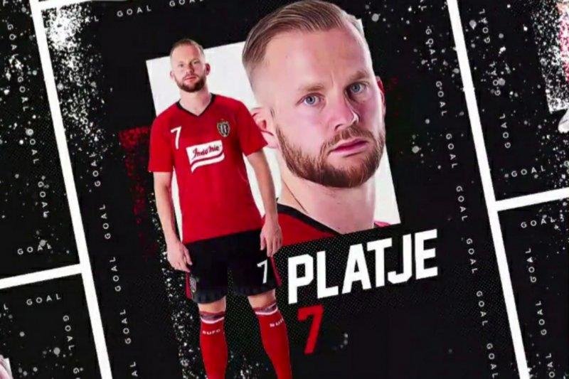 Dua gol Melvin Platje bawa Bali United unggul  di babak pertama