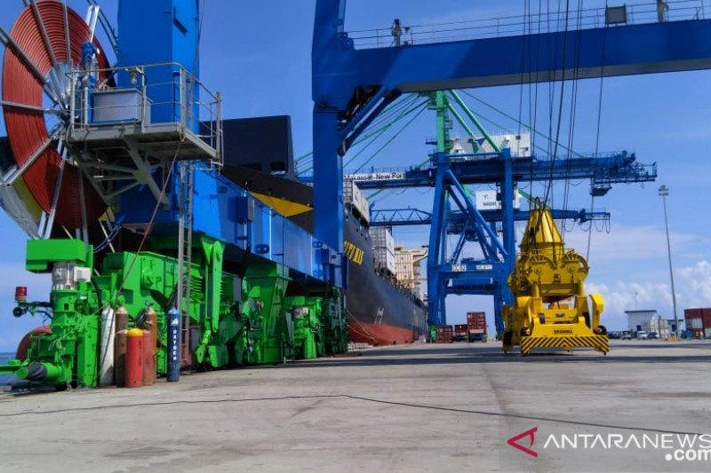 """Kendari New Port siap mengoperasikan dua """"Container Crane"""""""