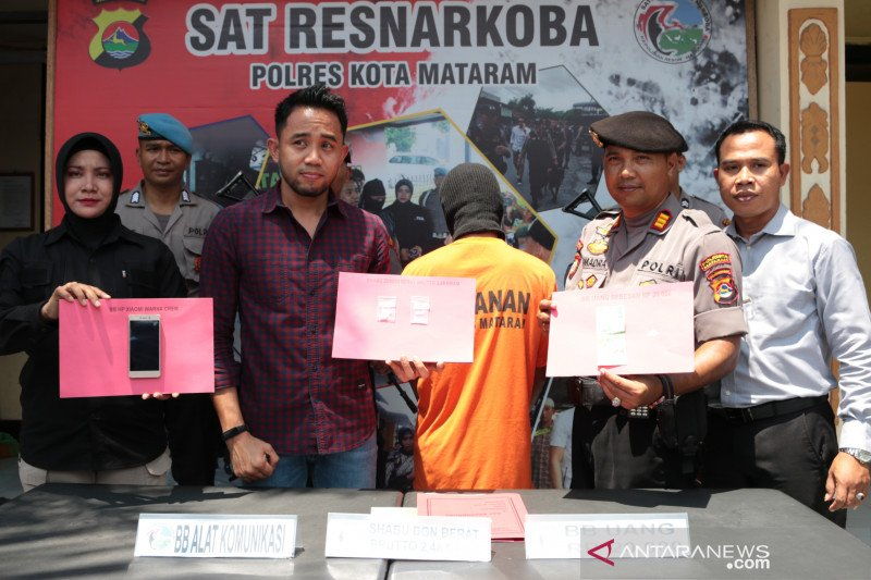 Polresta Mataram mengungkap kasus kepemilikan sabu-sabu