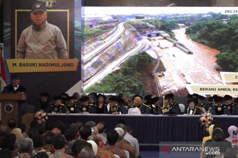 Menteri M Basuki Hadimuljono kini DR HC