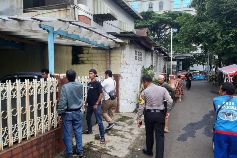 Tiga jari satpam Komplek perumahan TNI AL putus ditebas pencuri motor