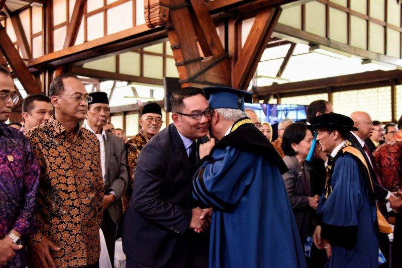 Ridwan Kamil sebut Menteri Basuki Hadimuljono sosok pekerja keras