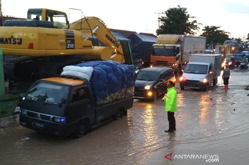 Banjir bandang di Pati, lalu lintas jalur pantura tersendat
