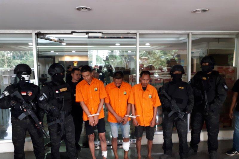 Polda Metro Jaya bekuk tiga perampok sopir taksi daring
